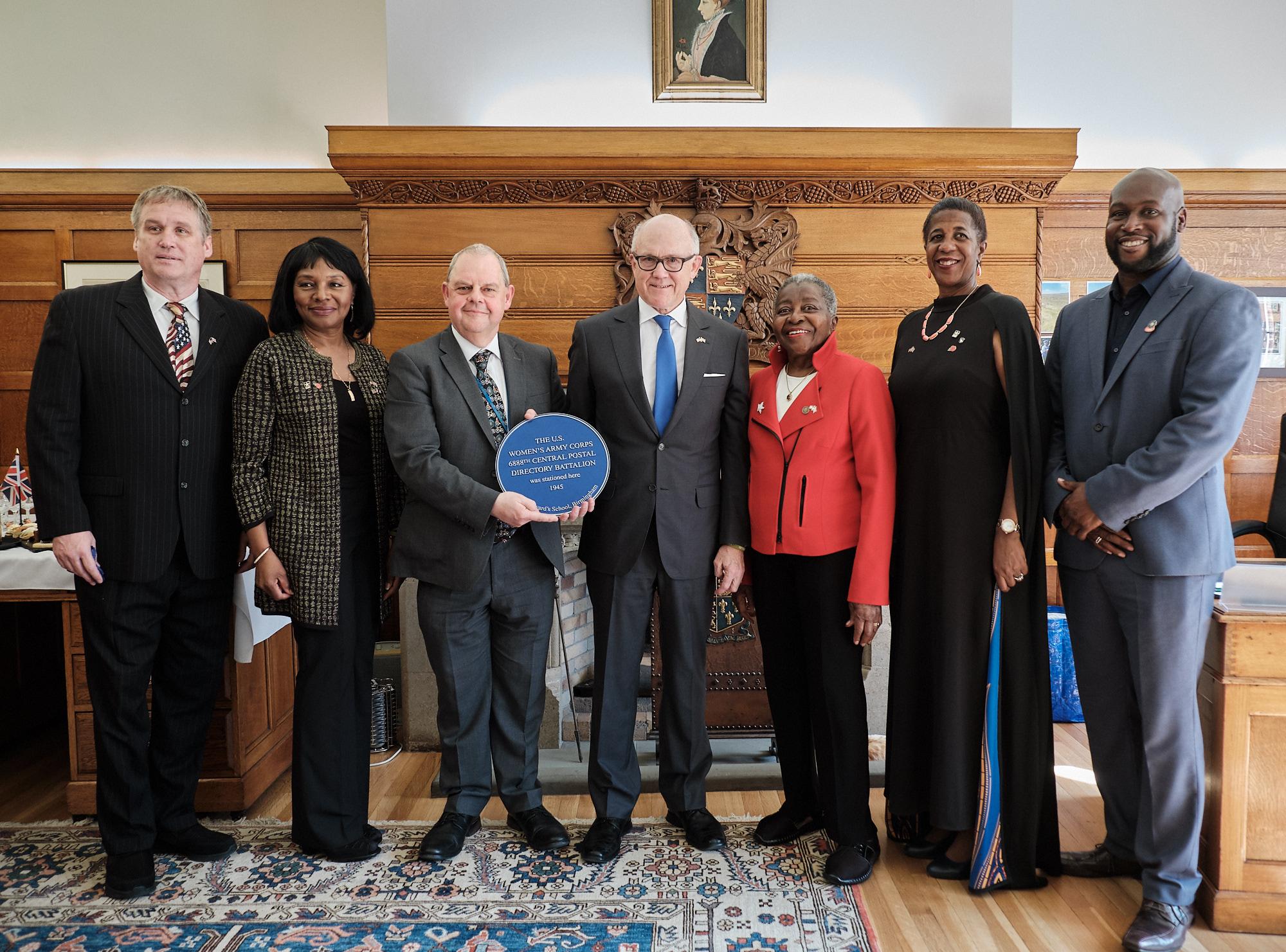 US Ambassador presents plaque to 6888th Battalion